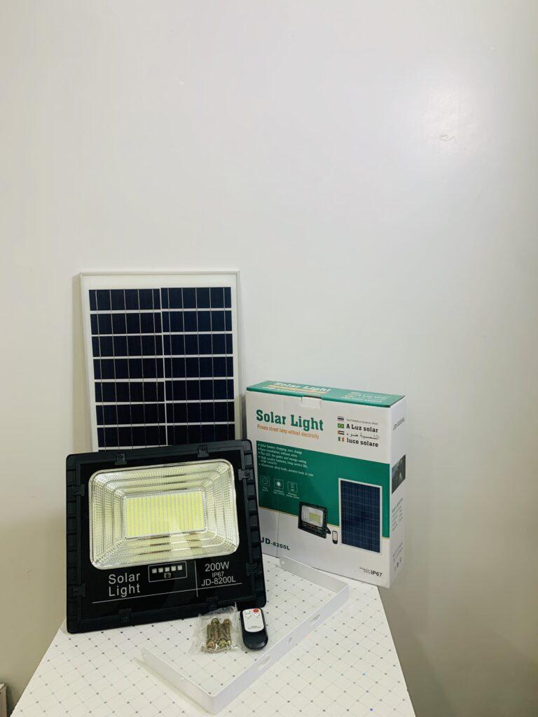 Đèn pha led năng lượng mặt trời JD-8200L